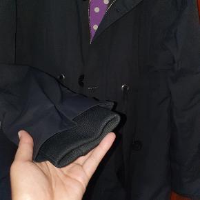 Overgangsjakke, kun brugt få gange og fremstår derfor som ny. Størrelse XL. Ny pris 1499 kr.
