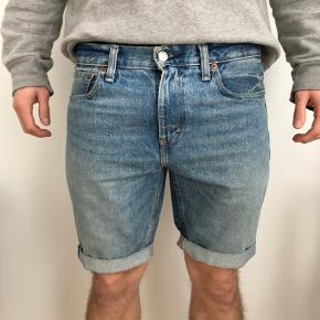 Levi's Denim Shorts. Str. 31 200 DKK. Køber betaler fragt.