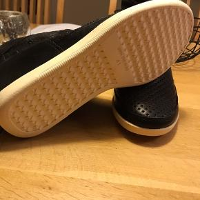 Helt nye klassiske støvler fra Shoe the bear str. 41 i læder med hvid bund