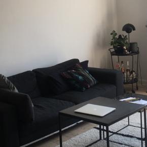 Smuk sofa, købt af den tidligere ejer i min lejlighed for 5000,- . Det er muligt at komme og se på den, skal selv hentes og fragtes :)