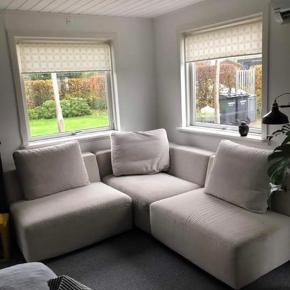 Sælger min dejlige modul sofa fra Ilva  Puderne virker lynlåsen ikke, så der skal lige sys ny lynlås i. Sofaen er som sagt i moduler så man kan selv finde  en løsning der passer bedst til hjemmet
