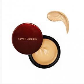 Kevyn Aucoin the sensual skin enhancer i farven 'SX06'. Prøvet to gange.