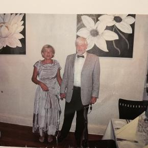Flot Ivan Grundahl kjole kun brugt 1 gang. Str. 40 - lidt lille i størrelsen.