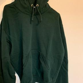 Slidt men stadig i god stand. Sælger billig.  Super oversized hoodie med super fed  Handlen foregår gennem Trendsales, køber betaler fragt.  Hvis du er intra i flere ting fra min side sender jeg selvfølgelig gerne i samme ordre
