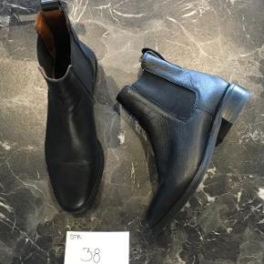 ⭐️ støvler i ægte skind, læder⭐️ str. 38 ⭐️ næsten som nye   💖se også mine andre annoncer💖  🔶Sender med dao eller gls fra dag til dag, fragt pris fra 36,-