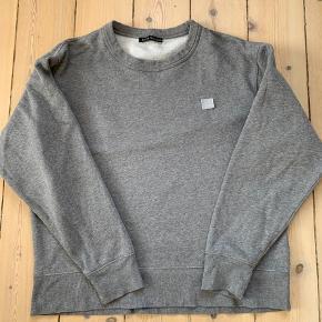 Varetype: Sweatshirt Farve: Grå Oprindelig købspris: 1500 kr.  Super fedt sweatshirt. Har været på 5-6 gange. I rigtig god stand. Mindsteprisen er 650 kr pp