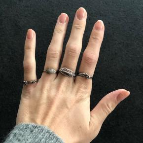 Diverse fingerringe Kan afhentes i Hinnerup eller sendes med dao for 34kr på købers regning  ‼️BYD‼️  Lillefinger: Spinning Jeweley Ringefinger: Ukendt Langefinger: Christina Jewelry Pegefinger: Ukendt