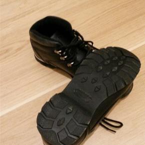 Støvler sorte str 38 Brugt få gange