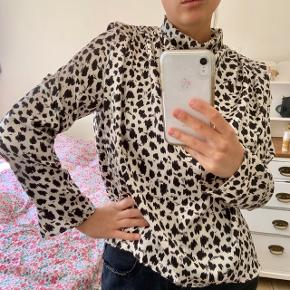 Sød bluse/skjorte fra Zara. Er aldrig brugt