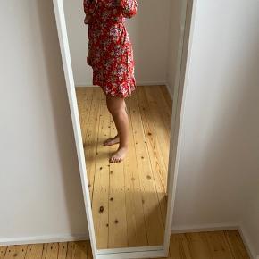Kjolen har jeg fået syet i Kina for nogle år siden. Kun brugt et par gange.