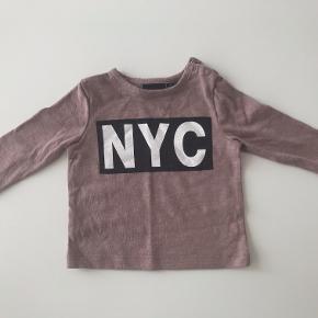 NYC bluse, str. 1 mrd./56.  Sendes med DAO eller afhentes i Viborg.