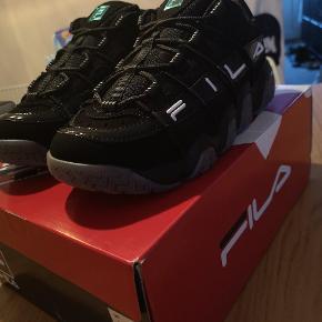 Super fede Sneakers. 🤩 Skoene er str. 39,5 men er Små i størrelsen og svarer ca. til str. 38-38,5.