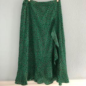 Grøn Co'Couture nederdel i størrelse small - brugt 2 gange. Nypris 800. Bytter ikke :)