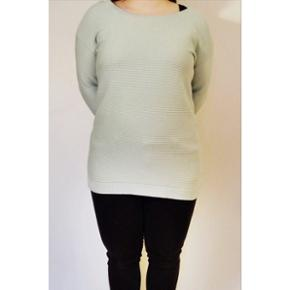 Mintgrøn, halvlang sweater fra Envii 💁🏻♀️ Brugt men god stand ✨ Størrelse: S 📏 Original pris: 400 kr. 💰 Nu: 100 kr. 👌🏻 . OBS. Har vedlagt mere retvisende farve af sweateren til sidst i billederækken.  . #karolinesklædeskab