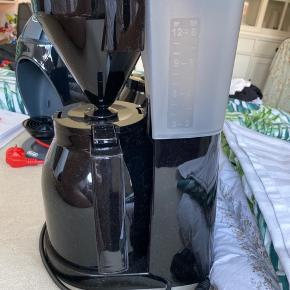Melitta kaffe maskeine...kaffen bliver brygget direkte i kanden.  Aldrig brugt.