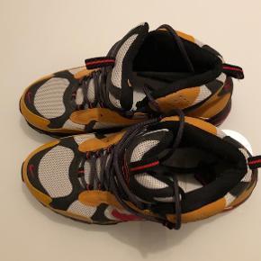 Sælger denne Nike Airmax vinterstøvle. Brugt 1-2 gange, står som helt nye. Ingen brugsmærker.