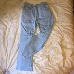 Lyse jeans fra weekday, str 30 Skriv for mål