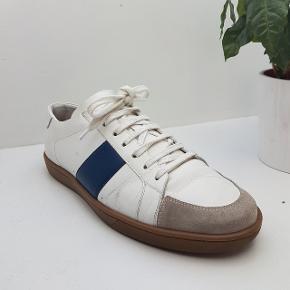 ⚠️⚠️ RARE⚠️⚠️Saint Laurent SL/15 navy striped low top sneaker from FW14  Str 44 Cond 7 Ny pris er 3000 kr - har boks, laces og dustbag.  Køb nu til 990 kr. + Fragt