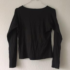Skind lignende bluse i sort fra Stinna Fashion, str. M/38-40