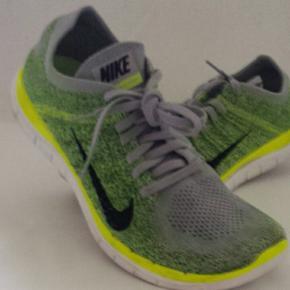 Lækre Nike Free 4.0 Flyknit løbesko, fritidssko i str.43, US 10. Brugt 1 gang, men for store til mig. Ny pris 1200.