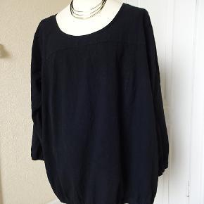 Bluse med lange ærmer sælges. Bytter ikke Brystmål: 70x2 Hofter:77x2 længde:74 Materiale 100%Cotton