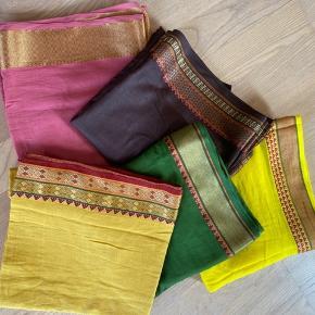 Skønne indiske tørklæder i 100 procent løkker let bomuld. Måler 110 cm • 200 cm og kan også bruges som sarong eller nederdel.  Aldrig brugt. Sælges for 200kr pr stk