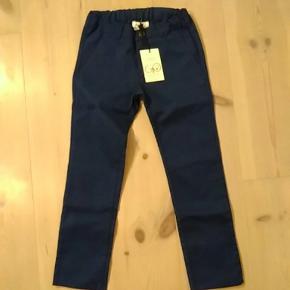 Mørkeblå bukser fra Gro. Fejlkøb til nevø og derfor aldrig brugt.