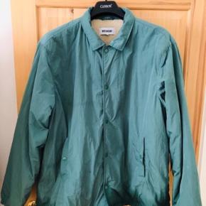 Weekday bomber jakke med lammeskind.   Køb én vare og få en valgfri af mine varer til 50 kr. med i købet :)