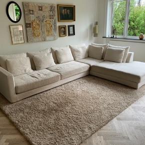 MARAC sofa, helt igennem fantastisk sofa. Sælges billigt pga. ombygning. 330 cm lang 225 dyb ved chaiselong - sæde dybde 120 cm.   Mp: 9.500 kr Np: 58.500 kr  Diverse pletter forekommer  Skriv vedr. billeder og andre informationer     Tags:   Marac, hay, bahne, eilersen, Børge Mogensen, &tradition, Benz, Mogens Hansen, wendelbo,