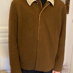 soulland jakke i 70% uld og 30% polyester med hvid, pelset krave og orange for 🥕