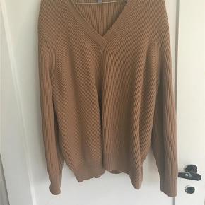 Varetype: SweaterFarve: Camel  Brugt en gang. 100% uld. Kradser ikke.   Sender gerne med Dao. Og handler gerne via mobilpay 😊