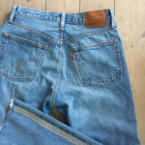 Lækre jeans med similisten Model 501 str 28