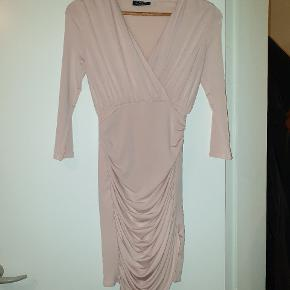 Helt ny, aldrig brugt kjole købt i Soda. Str 8 passer til en str. small.