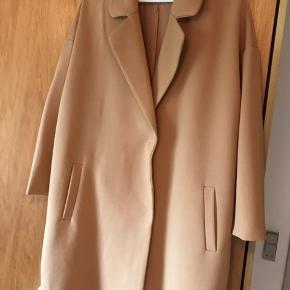 Sælger denne Moss Copenhagen blazer i str. S. Nypris:1000kr Aldrig brugt Købt for cirka 1 år siden