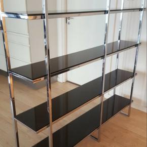 Designerreol i from og glas, af monpas, spansk designer  nypris 24.000 kr.
