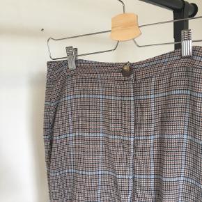 Bukserne er lagt op så de ca. passer til længden 165 cm