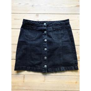 Mørkegrå denim nederdel Str. 40  Brugt en enkelt gang