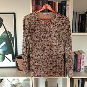Leopard trøje i god stand.