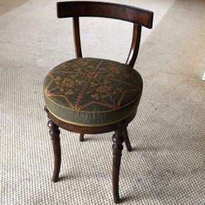 Lille antik stol