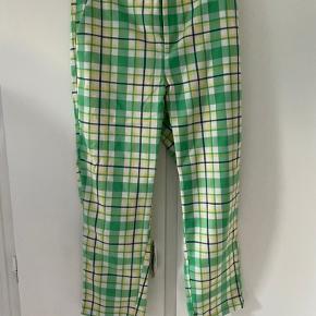 Fede bukser i flot ternet print, fra Kaffe.  De er aldrig brugt.