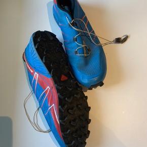 Salomon Speedcross Pro. Str 45 1/3  Kun brugt en uge til hiking   Nypris kr 800  Sælges nu for 400  Afhentes i Kolding eller sendes med DAO for kr 38
