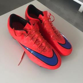 Nike Mercurial Fodbold støvle. Top model i 40,5. I fin stand, blot beskidte. BYD:)