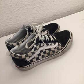 Skoen er slidt men rocker stadig Et sandt mesterværk af en gå i byen sko  Np 700kr Fitter 42.5, str 42 EU