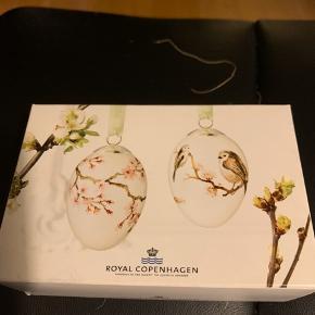 R.C æg i original æske med rede og bånd  Samler objekt  2012 JAPANSK KIRSEBÆR GREN & SILKEHALE (1249 917)  6 cm æg ..  Sender + Porto 40 kr   #30dayssellout
