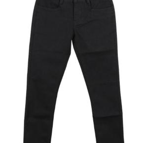 Brand: Grunt Paint on Varetype: Jeans Farve: Sort Kvittering haves.  Nye med mærke str 25/12 år. Lækre sorte jeans med stretch og justerbar eleatik i taljen. 74% cotton, 22%polyester og 4%elestan. Regular waist. Aldrig brugt. Nypris 349.