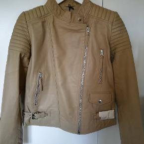 ✔️Helt ny Depeche jakke 🎀 ✔️Lamme skind  ✔️Str. 38 🎀 ✔️Ny pris 2999