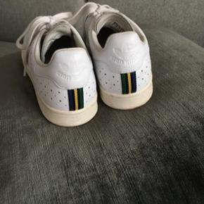 Sælger disse stan Smith sneakers fra Adidas. Det er en strørrelse 41 1/3☺️