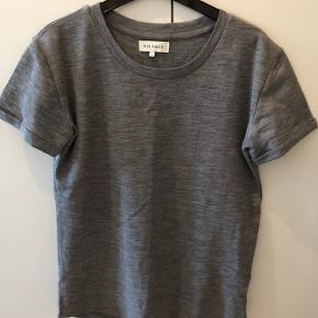 Lækker basic t-shirt i uld.