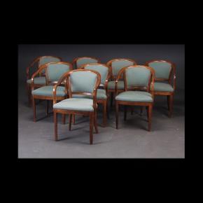 8 stole / spisebordsstole Se foto for ydeligere beskrivelse. Pris for Alle 8 ...... 800 kr. 😊