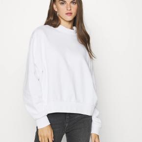 Hvid sweatshirt fra weekday!🤍 Kun brugt få gange Str. S